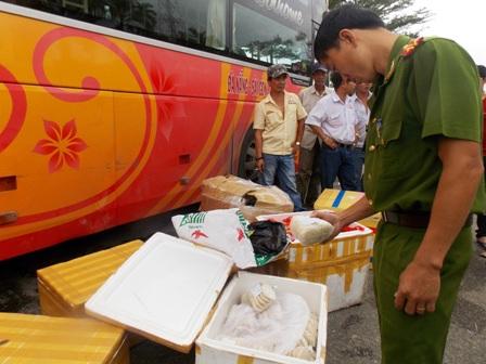 Lực lượng Công an TP Tam Kỳ đang tạm giữ lô hàng trên để xử lý