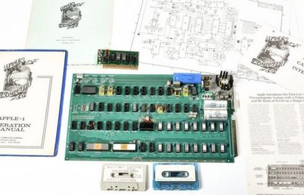 [đồ cổ]                       Máy tính đầu tiên của Apple có giá gần 1 triệu USD