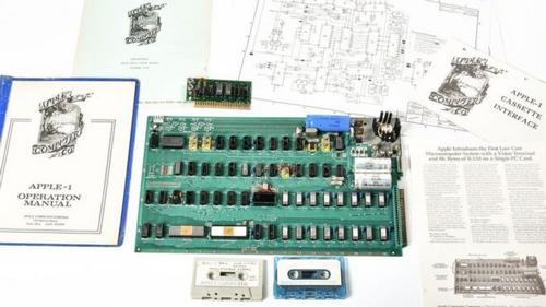 [đồ cổ]                       Máy tính đầu tiên của Apple có giá gần 1 triệu USD                                     680