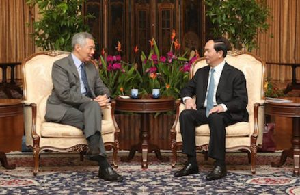 [Lý Hiển Long]                       Thủ tướng Singapore khoe ảnh chụp cùng Chủ tịch nước Trần Đại Quang