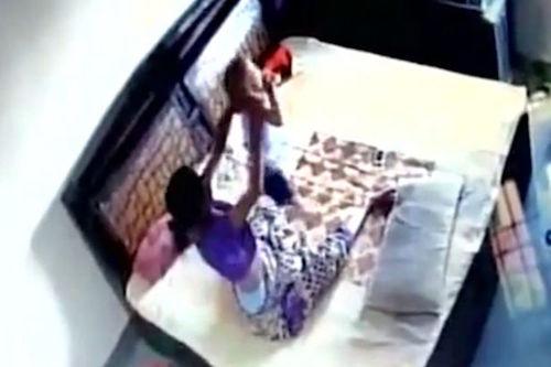 [Video]                       Video chồng phát hiện vợ hành hạ con gây chú ý Internet tuần qua                                     686