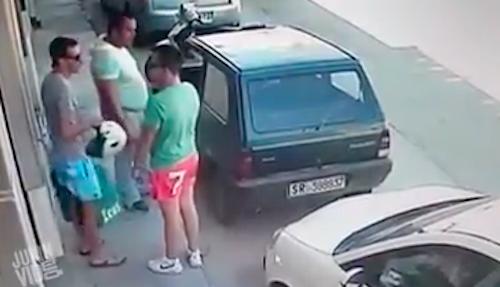 [Video]                       Video chồng phát hiện vợ hành hạ con gây chú ý Internet tuần qua                                     695