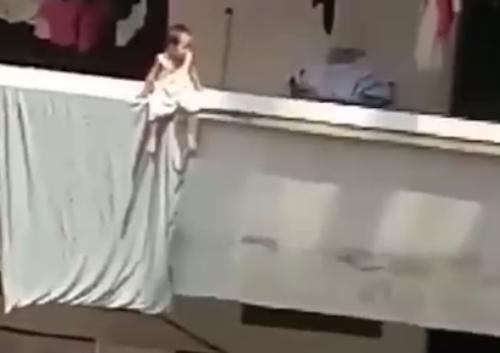 [Video]                       Video chồng phát hiện vợ hành hạ con gây chú ý Internet tuần qua                                     691